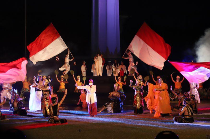Aksi Wali Kota Risma saat tampil di pentas seni dan budaya/ist
