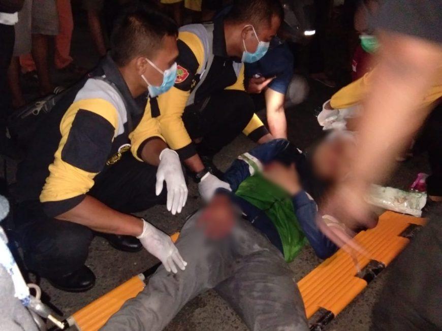 Korban saat akan dibawa ke RSU dr Soetomo Surabaya /Ist