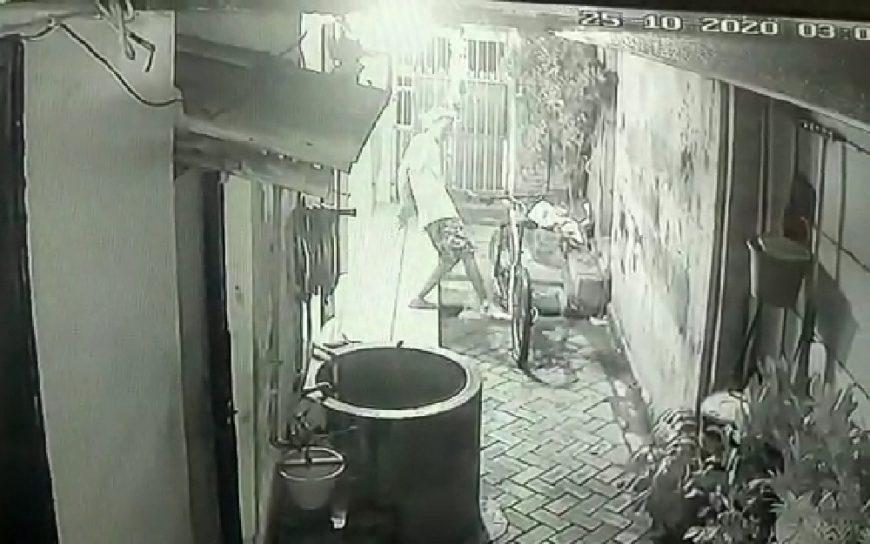 Foto tangkapan layar aksi pelaku pencurian sepeda gunung /Ist