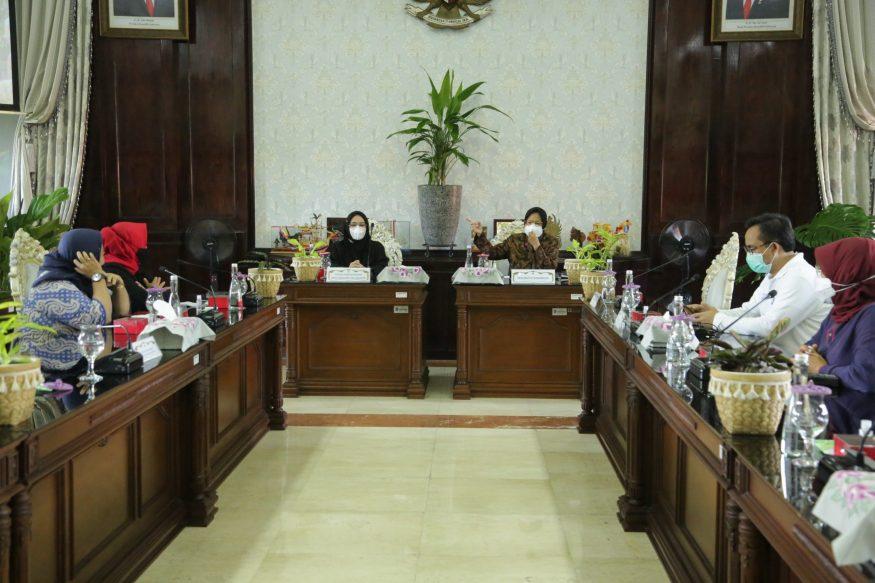 Pertemuan Pansus Banjir DKI Jakarta dengan Wali Kota Risma di ruang sidang Wali Kota Surabaya/redaksi