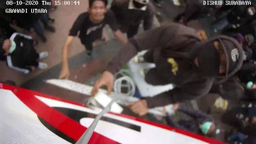 Tangkapan gambar pelaku pengrusakan CCTV | Istimewa