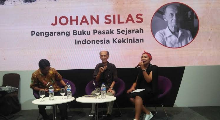 Prof Johan Silas saat bedah buku karyanya/ist
