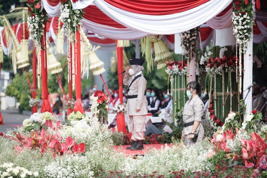Tri Rismaharini, Wali Kota Surabaya saat menjadi inspektur Upacara Peringatan Hari Pahlawan ke-75 di Taman Surya Balai Kota Surabaya, Selasa (10/11/2020).