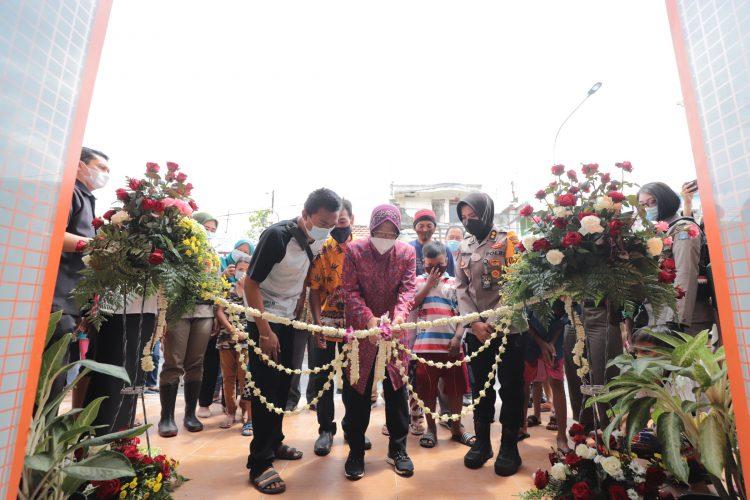 Wali Kota Risma saat meresmikan SWK Studio di Eks Lokalisasi Dolly/bicarasurabaya.com