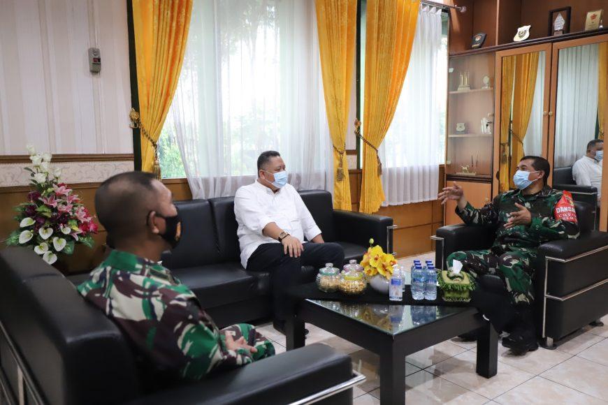 Plt Wali Kota Surabaya saat bertemu Danrem/ist