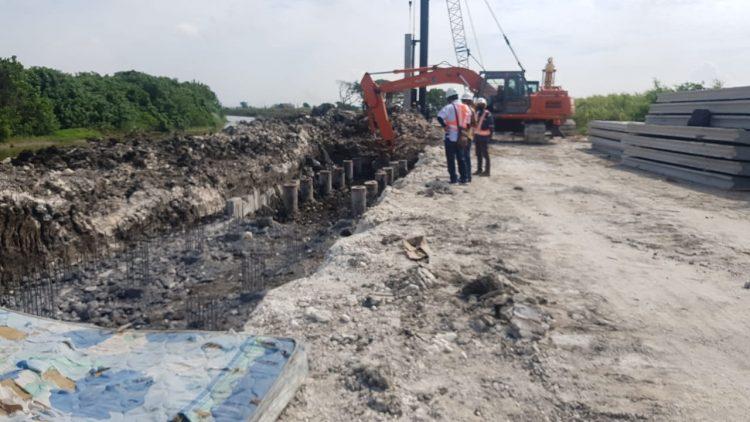 Proses pengerjaan tanggul Sungai Kali Lamong /dok. Pemkot Surabaya