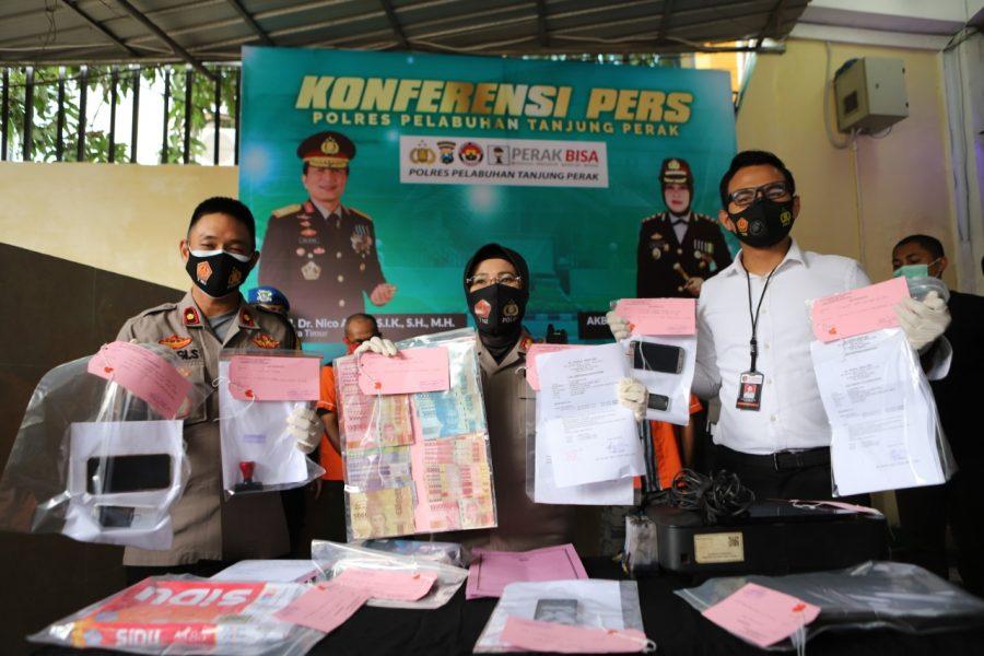Polres Pelabuhan Tanjung Perak menggelar konferensi pers kasus pemalsuan surat keterangan rapid test /Ist