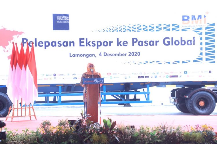 Gubernur Khofifah saat menghadiri kegiatan pelepasan ekspor ke Pasar Global di Kabupaten Lamongan, Jum'at (4/12/2020) /Ist