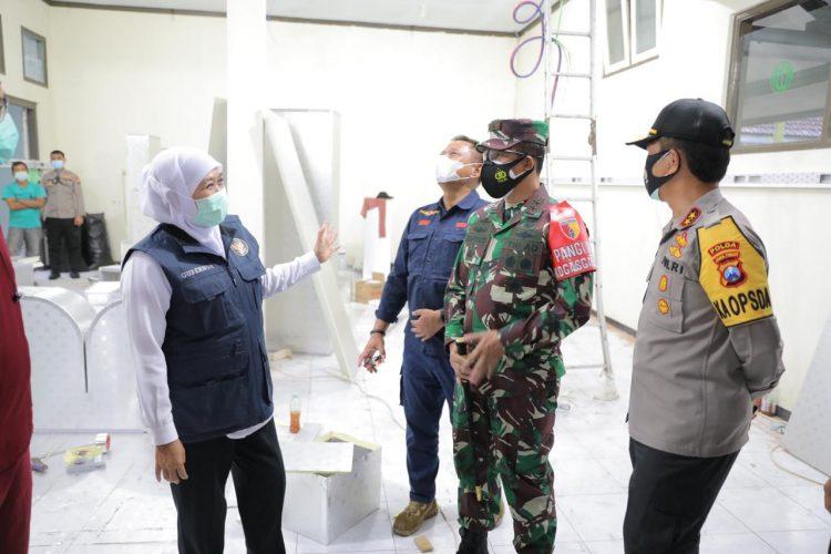 Gubernur Khofifah bersama Fokopimda Jatim saat meninjau RS Darurat Lapangan Malang /Ist