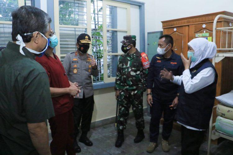 Forkopimda Jatim saat meninjau RS Darurat Lapangan Malang, Sabtu (5/12/2020) /Ist