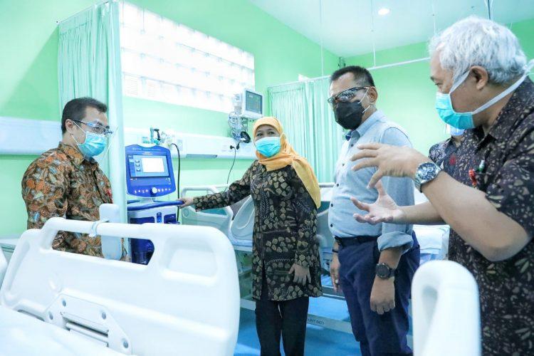Gubernur Khofifah saat meresmikan IGD khusus penyakit menular di RSUD Dr Soetomo, Minggu (6/12/2020) /Ist