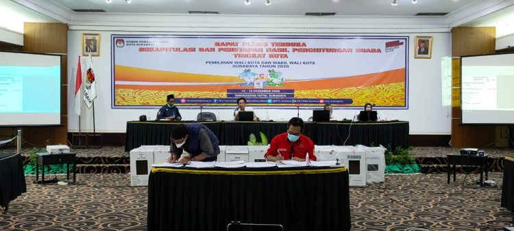 Rapat pleno pengesahan penghitungan suara pilkada Surabaya/ist
