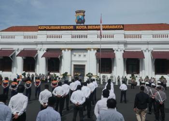 Apel kesiapsiagaan pasukan sambut Hari Raya Natal 2020 dan Tahun Baru 2021 di Mapolrestabes Surabaya, Senin (21/12/2020) /Ist