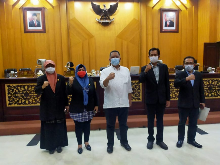 Whisnu bersama pimpinan DPRD Surabaya/bicarasurabaya.com