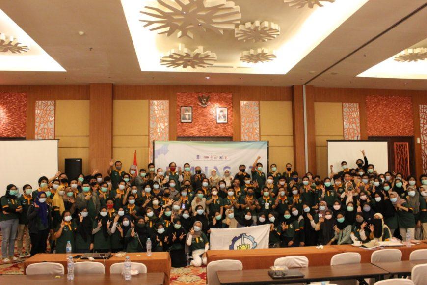 Seluruh kontingen ITS untuk Pimnas ke-33 seusai nonton bareng pengumuman hasil Pimnas di Hotel Swiss Belinn Manyar, Surabaya /Ist