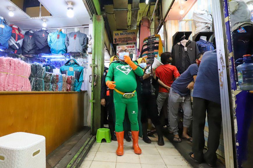 New Man saat beraksi di Pasar Kapasan/ist