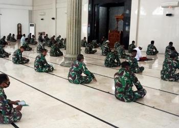 Doa bersama berlangsung di Masjid Al Bahar, Kesatrian Marinir Moekijat, Mako Pasmar 2, Gedangan Sidoarjo /foto: Dispen Kormar