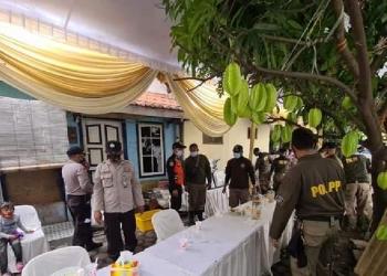 Penertiban kerumunan acara hajatan di Jl Ngagel Rejo Kidul Surabaya /Ist