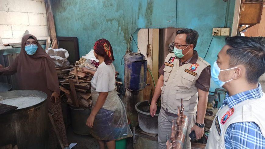 Kementan bersama Satgas Pangan Jatim saat meninjau Kampung Tempe Tenggilis Surabaya /Ist