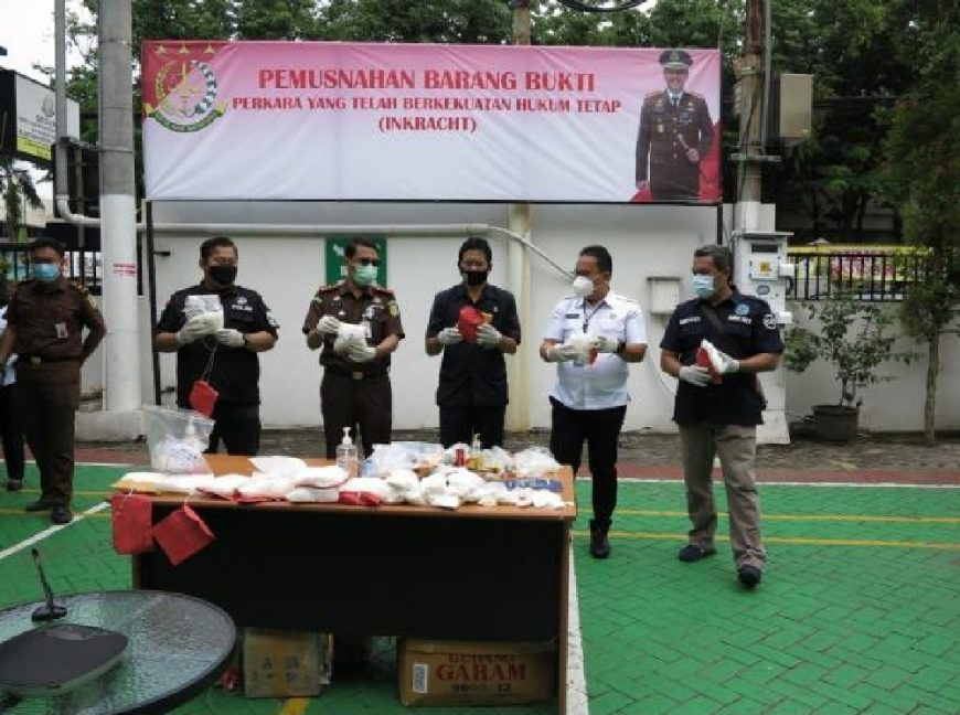 Konferensi pers pemusnahan barang bukti di Halaman Kantor Kejari Tanjung Perak /Ist