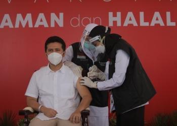 Wakil Gubernur Jatim saat disuntik vaksin perdana/ist