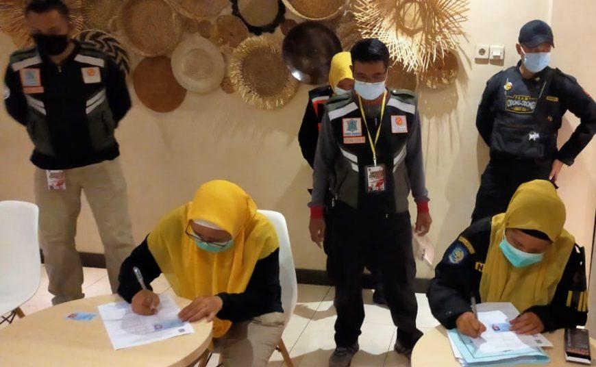 Satgas Covid-19 Kota Surabaya melakukan penindakan terhadap panti pijat yang masih beroperasi saat PPKM /Ist