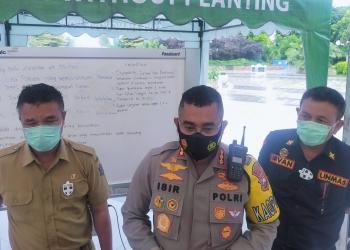 Kapolrestabes Surabaya, Kombes Pol Jhonny Edison Isir (tengah) /foto: Bicara Surabaya