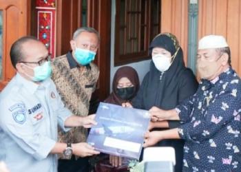 Jasa Raharja menyerahkan santunan ke korban kecelakaan pesawat Sriwijaya Air/ist