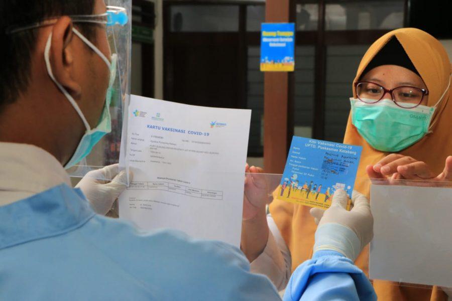 Tenaga kesehatan usai menerima vaksin /Ist