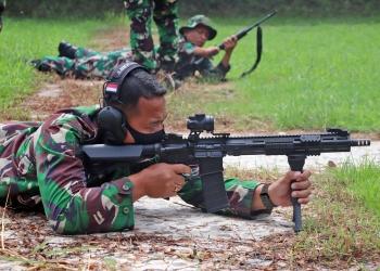 Prajurit Yonif 3 Marinir melaksanakan latihan menembak /dok. Dispen Kormar