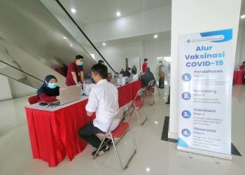 Pelaksanaan vaksinasi Covid-19 di RSUD dr Soewandhie Surabaya /foto: Bicara Surabaya
