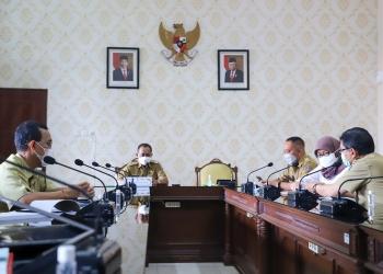 Wakil Wali Kota Surabaya saat rapat bersama OPD/ist