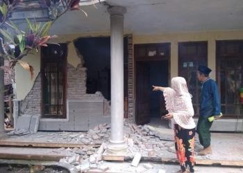 Salah satu rumah warga yang mengalami kerusakan akibat gempa bumi /Foto: istimewa