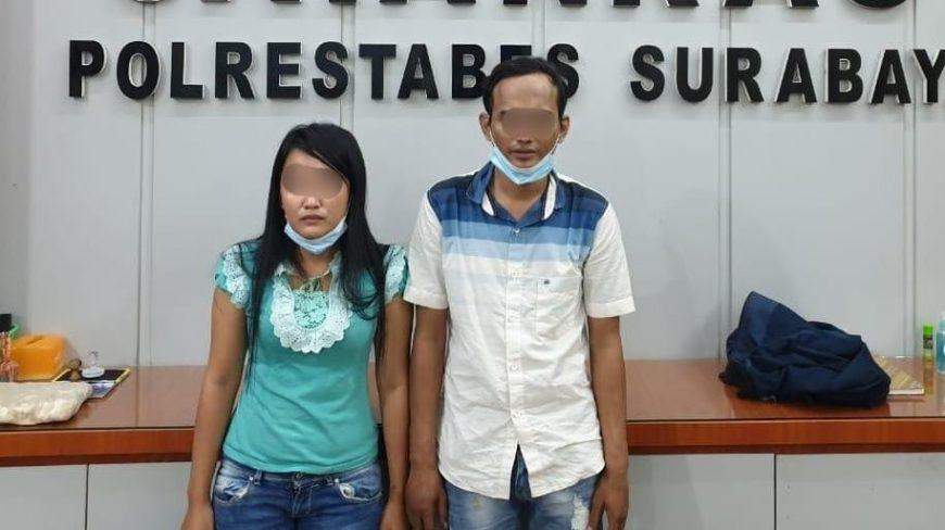 Kedua pelaku pencurian saat diamankan di Mapolrestabes Surabaya /Istimewa
