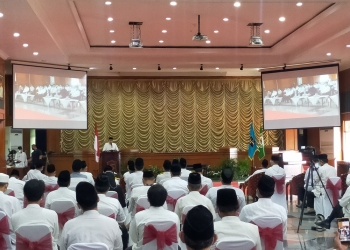 Wali Kota Surabaya saat acara pengukuhan Pimpinan Cabang Dewan Masjid Indonesia (DMI) se-Kota Surabaya di Graha Sawunggaling/ist