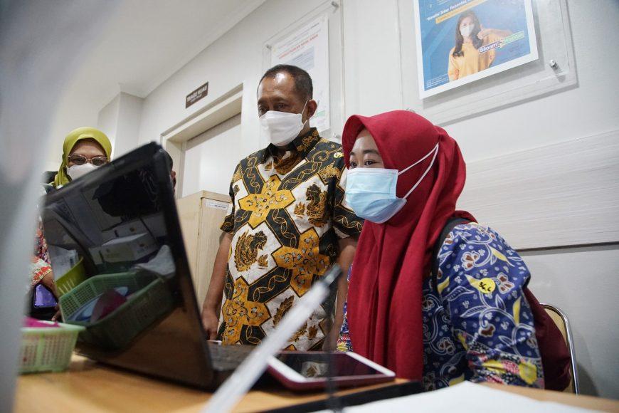 Wawali Surabaya Armuji saat meninjau Rs Siloam/Dok. Humas