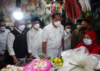 Menteri Perdagangan dan Wali Kota Surabaya saat di Pasar Wonokromo/ist